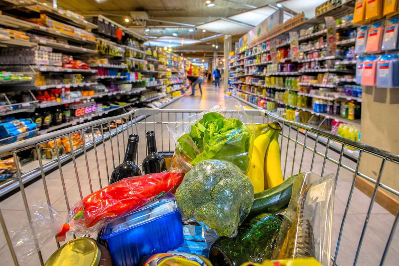 Faire les courses dans une épicerie