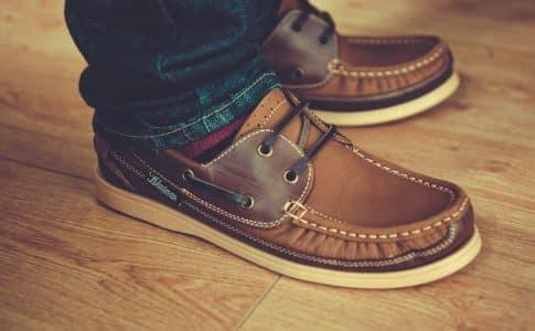 """Des chaussures """"détente"""" pour les hommes"""